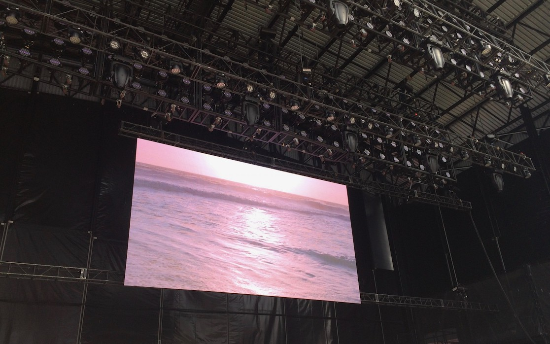 Outdoor LED screen for live show events